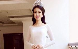 Hoa hậu Đỗ Mỹ Linh và 2 Á hậu diện áo dài trắng đẹp rạng ngời sau đêm đăng quang
