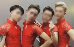 4 anh chàng mặc áo dài đỏ làm lễ tân hot nhất ngày hôm nay!