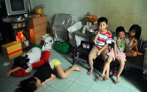 Mẹ bỏ đi, 11 anh em chen chúc sống trong căn nhà chật hẹp ở Sài Gòn