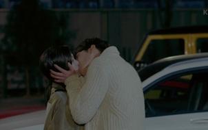"""""""UF"""": Tỏ tình n lần vẫn không tin, Kim Woo Bin đành hôn Suzy"""