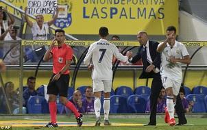 "Cristiano Ronaldo giận dỗi, Zidane phải ""ngậm bồ hòn"""