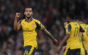 Walcott lập cú đúp đầu tiên sau 9 năm, Arsenal bỏ túi 3 điểm ở Champions League