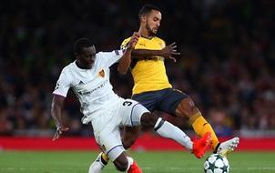 Lý do hài hước khiến Arsenal phải mặc áo sân khách dù đá trên Emirates