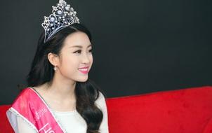 """Hoa hậu Đỗ Mỹ Linh: """"Tôi chỉ đùa với bạn bè về việc trùng tu lại răng"""""""