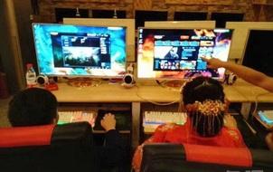 Cặp đôi của năm: Mải chơi điện tử quên giờ cử hành hôn lễ, quan khách dài cổ đợi hơn 1 tiếng