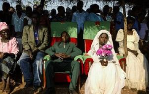"""""""Nghề"""" quan hệ với trẻ em tại Malawi - hủ tục quá sai về đạo đức"""