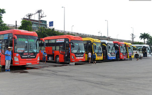Xe khách hoạt động bình thường tại bến mới sau khi bến xe Lương Yên đóng cửa