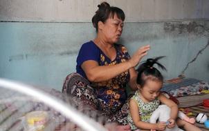 Hà Nội: Người dân hoang mang sống trong cảnh nhà đang ở bỗng trôi tuột xuống sông Hồng