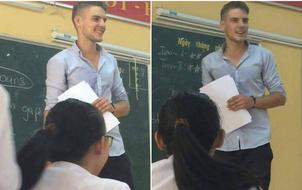 Bạn chắc chắn sẽ không muốn nghỉ 1 buổi học nào nếu có thầy giáo điển trai như thế này!