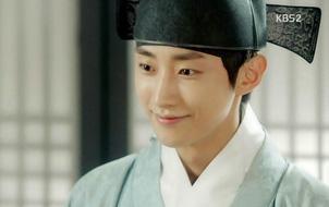 """""""Moonlight"""": """"Đại nhân"""" Yoon Sung – Điển hình bi thương cho kiếp nam phụ hẩm hiu"""