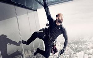 "Thót tim xem ""Sát thủ"" Jason Statham cứu Jessica Alba trong ""Mechanic: Resurrection"""