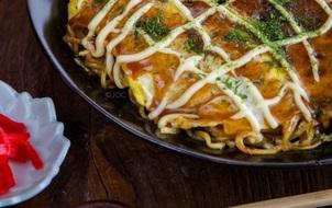 Thưởng thức món ăn vặt số 1 Osaka trong phiên bản mì gói