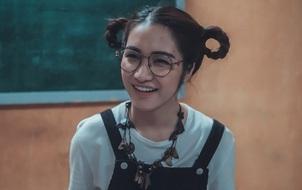 """Hòa Minzy cực ngố, hớn hở đi bắt ma trong """"Hình Nhân"""""""