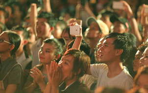 Ngày tự hào đồng tính - Những trái tim lục sắc đã có một đêm vui dưới mưa Sài Gòn như thế!