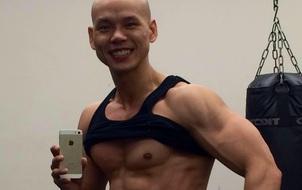 Ở tuổi 41, Phan Đình Tùng vẫn gây ấn tượng với thân hình 6 múi không thể chuẩn hơn!