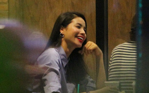 Giữa tâm bão dư luận, Phạm Hương tươi cười vui vẻ đi ăn uống cùng bạn bè