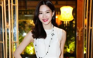 Hoa hậu Thu Thảo giản dị nhưng vẫn xinh đẹp xuất hiện ở sự kiện