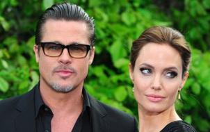 """Angelina Jolie và Brad Pitt: Cặp sao hạng A... """"mù"""" công nghệ"""