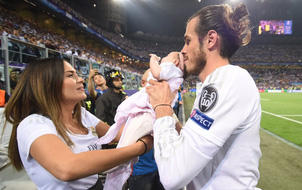 Gareth Bale tổ chức đám cưới ở Mỹ để bố vợ tù tội được chung vui