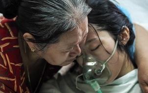 """Người mẹ công an """"từ chối chữa ung thư để cứu con"""" vừa qua đời"""