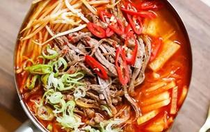 Canh bò cay kiểu Hàn ngon miệng, dễ làm cho ngày lười nấu nướng
