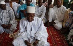 Cụ ông 92 tuổi có gần 200 người con với 107 bà vợ