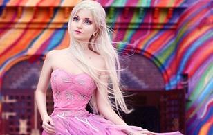 Búp bê Barbie đời thực có vòng eo 51cm khiến nhiều người bỏ của chạy