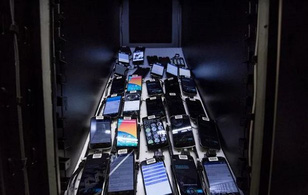 Bên trong căn phòng bí mật chứa 2.000 smartphone thử nghiệm ứng dụng của Facebook