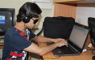Một người mù sẽ học công nghệ thông tin bằng cách nào?