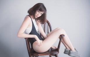 Kỷ niệm tuổi 18 với bộ hình không thể sexy hơn, Hải Tú khiến ai cũng ngẩn ngơ!