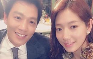 """Park Shin Hye dựa sát, chụp hình """"tự sướng"""" thân mật cùng Kim Rae Won"""