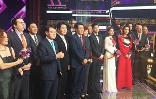 Nhã Phương được truyền thông Hàn khen ngợi hết lời, đứng sát bên mỹ nam Song Joong Ki