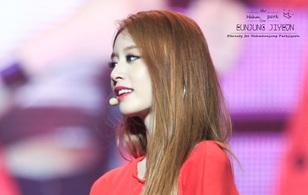 """Netizen """"đổ như chuối"""" trước nhan sắc của Jiyeon trong concert T-ara"""