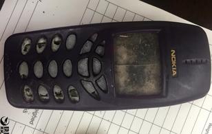 """Điện thoại """"cục gạch"""" Nokia được tìm thấy sau... 10 năm"""