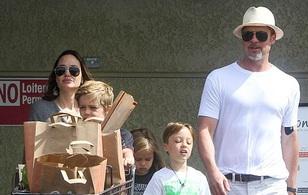 Angelina Jolie và Brad Pitt xuất hiện hiếm hoi bên các con giữa tin đồn ly dị