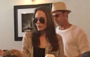 Mặc tin đồn ly hôn, Angelina Jolie và Brad Pitt giản dị mừng sinh nhật con
