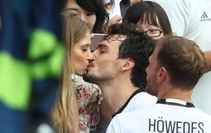 Những nụ hôn ngọt ngào ở Euro 2016