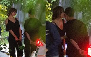 Trấn Thành - Hari Won hôn nhau ở chốn đông người trong đêm Valentine