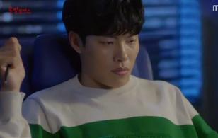 """""""Lucky Romance"""": Ryu Jun Yeol tức tối khi bị Hwang Jung Eum yểm bùa"""