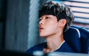 """Lần này, mặt cún Ryu Jun Yeol không là người đến sau như """"Reply 1988"""" nữa"""