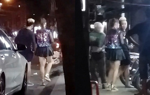 Bắt gặp Trấn Thành lái xe đưa Hari Won đi ăn lúc nửa đêm