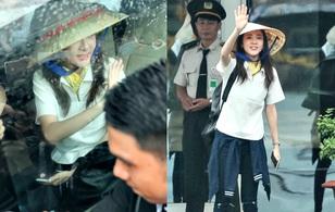 """Hot: Dara (2NE1) khoe vẻ đẹp không tuổi, tươi cười chào fan Việt khi """"cập bến"""" sân bay Tân Sơn Nhất"""