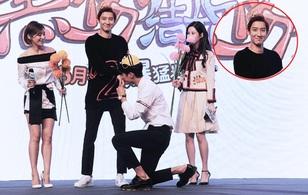 Chanyeol (EXO) ngượng ngùng đáng yêu thế này khi được bạn diễn nam quỳ xuống hôn tay!