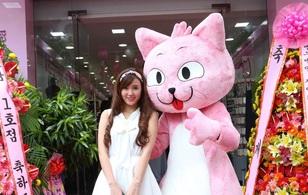Chú mèo hồng kỳ lạ khiến sao Việt mê tít