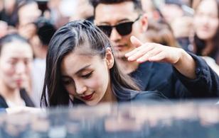 Huỳnh Hiểu Minh & Angela Baby: chỉ cần đen-trắng vẫn nổi bật giữa đám đông tại show Givenchy
