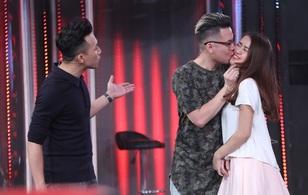 Andree và Ngọc Thảo công khai hôn nhau trên sóng truyền hình