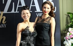 Thu Minh - Phạm Hương cùng diện phong cách cổ điển, vui vẻ trò chuyện khi hội ngộ
