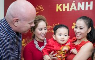 Vợ chồng Thu Minh âu yếm quý tử nhà Khánh Thi - Phan Hiển