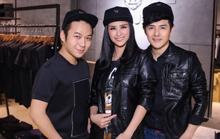 Bận rộn cho liveshow, Đông Nhi vẫn tranh thủ đưa Ông Cao Thắng đi mua sắm