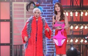 Hari Won tặng Ngọc Trinh bikini trên sóng truyền hình